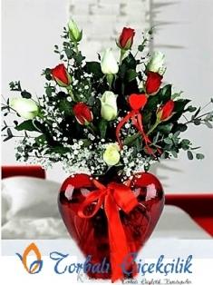 Kırmızı Kalp Vazoda 13 gül