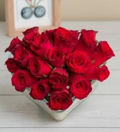 Kalp Cam İçerisinde Güller