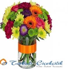Vazoda Karışık Mevsim Çiçekleri